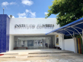 entrada instalaciones cumbres cancún